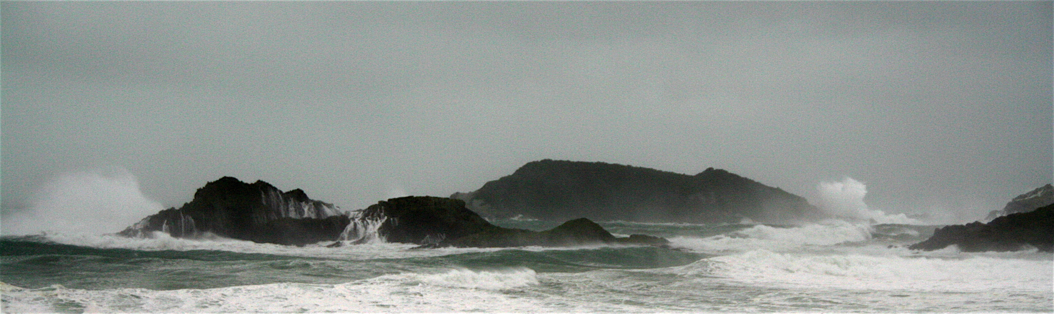 IMG_9504.JPG - Stormy seas - Bream Islands
